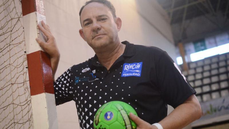 Imbroda lamenta la muerte del entrenador de balonmano Diego Carrasco: